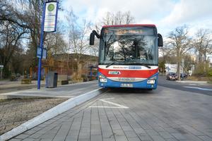 Kriterien erfüllt– zentraler Faktor für die Barrierefreiheit einer Bushaltestelle sind Reststufenhöhe und Spaltbreite, die beim Ein- und Ausstieg weniger als fünf Zentimeter betragen sollen.
