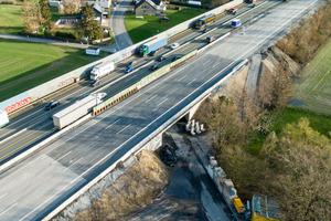 6+0 Verkehrsführung sowie im Vordergrund das fertig gestellte neue Brückenbauwerk.