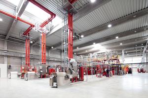 Durch die Aufbereitung und Wiederverwertung von Kunststoff werden pro Jahr 100.000 Tonnen CO<sub>2</sub>-Emissionen gegenüber der Verwendung von neuen Rohstoffen eingespart.