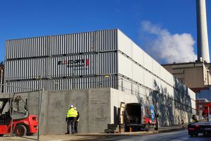 Die einzig modulare Lösung, die schnell, kostengüstig und wirksam installiert werden konnte, waren Seecontainer.