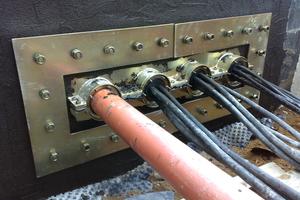 Sonderkonstruktion zur Einbindung mehrerer Leitungen in einer Los- und Festflanschkonstruktion