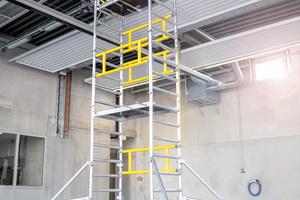 Mit dem FlexxTower kann der Anwender Arbeitshöhen bis rund 6,10 Meter erreichen.