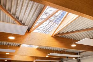 Dach- und Leimbinder überbrücken Spannweiten bis zu 25 Meter.
