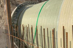 Ein speziell angefertigtes Flanschstück diente zur Verbindung zwischen der neuen Flowtite Auslaufleitung und dem Altbestand des Mündungsschöpfwerkes.