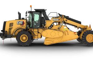 Der neue Cat Bodenstabilisierer RM400 mit einer Schnittbreite von 2,4 Meter und 23,5 Tonnen Einsatzgewicht.