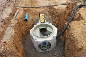 Das Fabekun-Schachtunterteil ist komplett und fugenlos mit PU ausgekleidet. Die Infiltration von Grundwasser, gerade auch im Bereich der Muffen und Fugen, ist ausgeschlossen.<br />