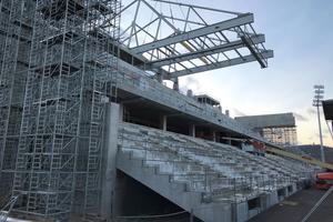 Der CC 3800-1 hob vier jeweils 45 Meter lange, 25 Meter breite und 14 Meter hohe Stahlkonstruktionen mit einem Gewicht von bis zu 242 Tonnen.