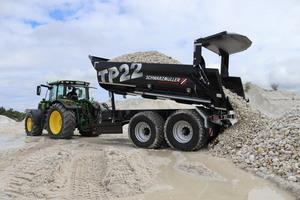 Ob Baustelle, Steinbruch oder Landwirtschaft. Der 2-Achs-Offroadkippanhänger TP22 von Schwarzmüller ist die ideale Lösung.<br />