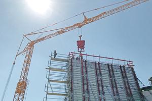 Das Bauunternehmen Köhler setzte auf robuste Kipphalterungen von Meva samt Schutzgittern.