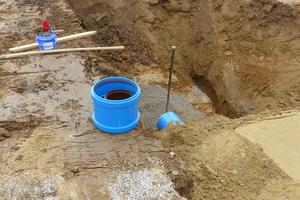 Aufgrund der Werkstoffeigenschaften sind HS-Kanalrohre auf der Baustelle leicht zu handhaben und einfach zu verlegen.