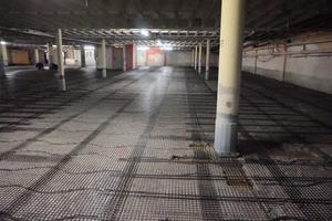 Um das Tragwerk des Parkhauses zu entlasten, musste bei den Instandsetzungsarbeiten ein Weg gefunden werden, um Gewicht zu sparen. Die Lösung bestand im Einsatz von Carbonbeton.