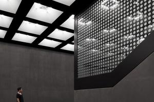 unten: Besondere Herausforderung war die Herstellung der schwarzen Sichtbetonflächen als Hintergrund für die Ausstellungsobjekte.