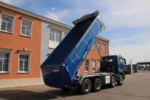 Schmitz Cargobull bietet neben dem Sattelkipper S.KI nun auch die Motorwagen-Kippaufbauten M.KI mit Thermo-Isolierung an.