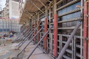 Da auf bei der Leo-Baustelle zuweilen nicht genug Platz für den Arbeitsraum gab, mussten die Bauarbeiter auf den einhäuptigen Schalungsaufbau zurück greifen.