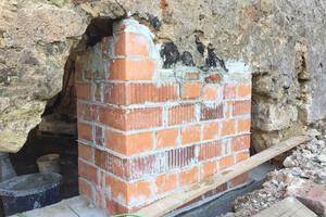 Auch die Grundmauern des Sixenstadels mussten teilweise neu gemauert werden.