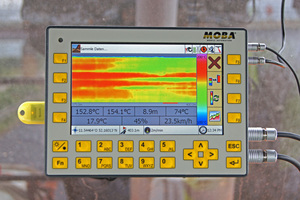 """Das robuste """"Herzstück"""" des Moba Pave-IR Systems: Der Operand zeigt das Thermoprofil und weitere umfassende Messdaten an.<br />"""