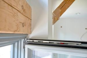 Das Fachwerk im Obergeschoß ist perfekt abgedichtet, die Balken fügen sich harmonisch an die Innenwand.
