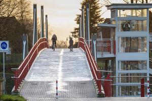 Die neue Brücke in Harsefeld wurde für Radfahrer und Fußgänger gebaut. Mit ihrer Breite von vier Metern bietet sie allen Verkehrsteilnehmern&nbsp; genügend Platz für eine komfortable und sichere Nutzung.<br />&nbsp;<br /><br />