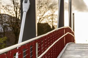 Pylone, Konstruktion und Fahrbahn der neuen Brücke in Harsefeld sind komplett mit farbgebenden Beschichtungssystemen von Sika gegen Korrosion geschützt.