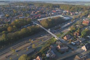 Die neue Fuß- und Radwegbrücke in Harsefeld verbindet die beiden Ortsteile der Gemeinde. Das Bauwerk ist ein wichtiger Bestandteil der lokalen, klimafreundlichen Verkehrsinfrastruktur.