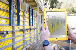 Kontrolle anhand des 3D-Schalungsmodells mit der App Trimble Connect. Die Tablets wurden in robuste Schutzhüllen gesteckt, um Witterungsbedingungen und dem Baustellenalltag zu widerstehen.