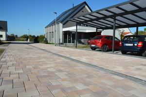 """Im Griesheimer Neubaugebiet """"Südwest"""" kommt derzeit auf über 6.000 Quadratmetern das System mit der Kunststofffuge zum Einsatz."""