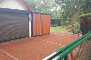 Mit Dränbeton lassen sich unter anderem dekorative Wege und Flächen als wasserdurchlässige Konstruktion gestalten, ohne Versiegelung des Bodens.
