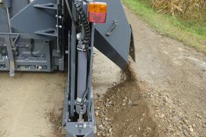 Mit einer leistungsstarken Kaltfräse und passgenauem Tieffräsaggregat mit schmalem Schneidrad bietet Wirtgen eine wirtschaftliche Lösung für das Verlegen von Breitbandleitungen.