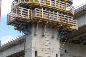 Die Pfeilerkopfschalung der Talbrücke Pfädchensgraben wurde projektspezifisch geplant. Eigens konzipierte Abstützbock-Bühnen mit Sonderaufhängeschuhen nahmen die Betonlasten auf und leiteten sie ins Bauwerk ein.