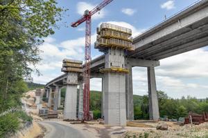 Die Talbrücke Pfädchensgraben ist 531 m lang, ihre Pfeiler bis zu 42 m hoch.