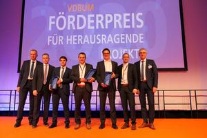 VDBUM-Präsident Peter Guttenberger (r.) und die Vorstandsmitglieder Dirk Bennje (l.) und Prof. Jan Scholten (2.v.l.) mit den Gewinnern des Förderpreises 2020.