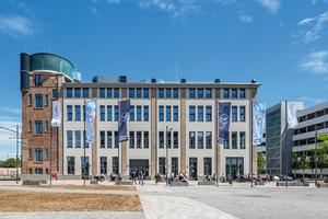Die Sanierung his-torischer Gebäude ist häufig schwierig. Dank der dünnen, aber gleichzeitig energieeffizienten Dämmplatte lässt sich das ursprüngliche Erscheinungsbild der Fassade weitgehend erhalten.
