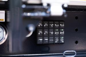Steuerung aller Trailerfunktionen über Keypads am Schwanenhals (Bild) oder am Heck.