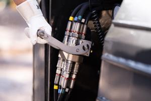 Schnelle Abtrennung des Schwanenhalses mit automatischer Druckentlastung.