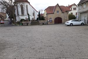 Vorher: Der Marktplatz in Gau-Heppenheim war vor seiner Sanierung in weiten Teilen marode.