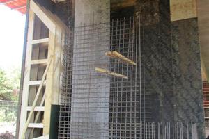 Vorstellschalung mit bauseitiger Holzeinlage für die Konsolausbildung.
