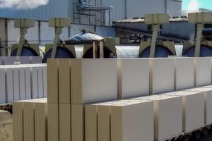 Kalksandstein trägt schon bei der Herstellung in modernsten Fertigungsanlagen erheblich zur Ressourcenschonung und zum Schutz der Umwelt bei.<br />