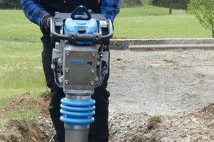 SRV-Vibrationsstampfer: Im modifizierten Design und universell einsetzbar.
