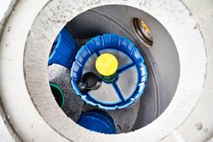 Hydropoint 1000: Zu erkennen sind die Filterelemente. Im Aufstromverfahren werden Schadstoffe adsorptiv gebunden.