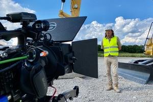 """Stefan """"Besi"""" Becker-Sippel, zertifizierter Caterpillar Instructor von der Zeppelin Projekt- und Einsatztechnik erklärt technische Highlights leicht verständlich."""