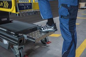 Der Vertikalmastlift ist mit einer automatischen Bremsvorrichtung versehen, sodass sich der Anwender auf ein Höchstmaß an Arbeitssicherheit verlassen kann.