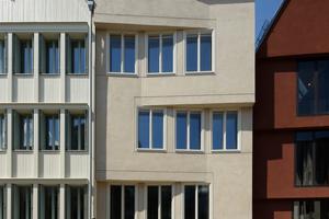 """Die plastische, konvexe Faltung der Fassade der """"Goldenen Schachtel"""" artikuliert den geknickten Gassenraum """"Hinter dem Lämmchen""""."""