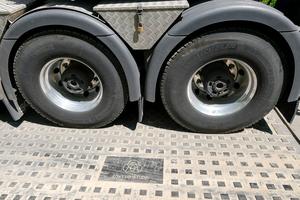 Die Kunststoffbaustraße ist einfach zu verlegen, sorgt für optimale Lastverteilung und kann auf fast jedem Untergrund eingesetzt werden.
