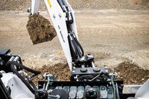 Vom Fahrersitz aus besteht eine klare Sicht, sodass es sich mit den vorhandenen Bedienelementen leichter und präziser graben lässt.