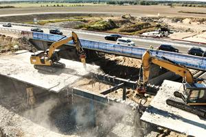 Büchert Bau beim Abriss der Überbauverbundplatte der Autobahnbrücke an der der A10 bei Berlin.