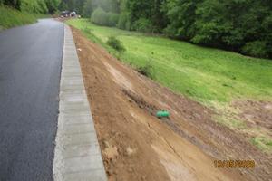 Bild 5: Anschließend wurde der Boden an die Böschung angedeckt.