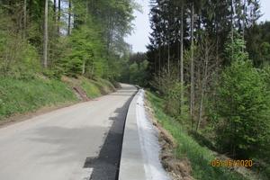 Bild 4: Der Neuaufbau der Fahrbahn bestand aus 8 cm Tragschicht plus 4 cm Deckschicht.