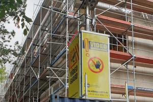 Um Baucontainer, Materialien und Maschinen zu schützen, kommen auf der Baustelle in Dortmund Kameratürme zum Einsatz.