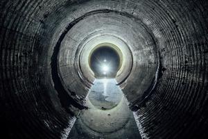 Weltweit fließen Unsummen in den Erhalt und die Erneuerung der Abwasserinfrastruktur, Tendenz steigend.<br />