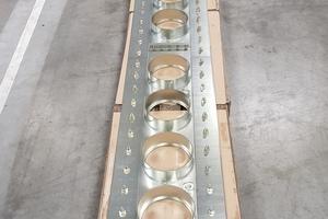 Auf der Seite anderen Seite, dem Bestandsgebäude, wurde eine Plattenkonstruktion des Typs Curaflex 7006 verbaut – ebenfalls ausgestattet mit elf Dichtungseinsätzen des Typs Curaflex C.<br />